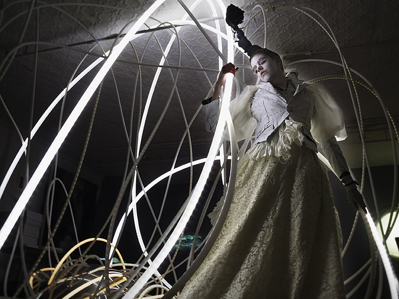 grimanesa amoros light sculpture installation in collaboration with akiko shimizu onkochishin fashion brand